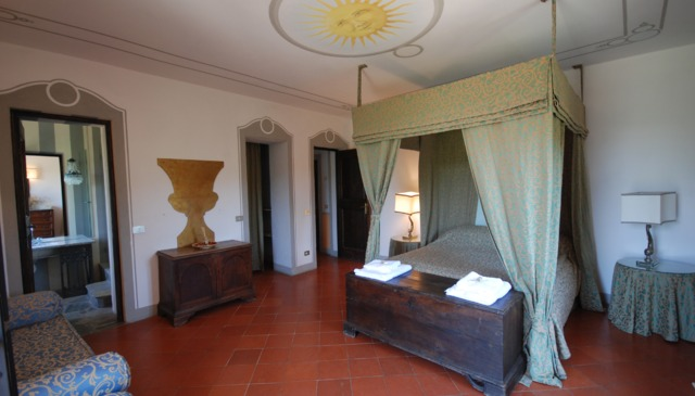 Luxury 14th C villa fully staffed or classic yacht