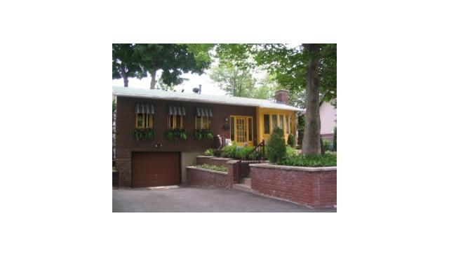 Maison style champ tre avec piscine creus e spa foyer for Piscine creusee